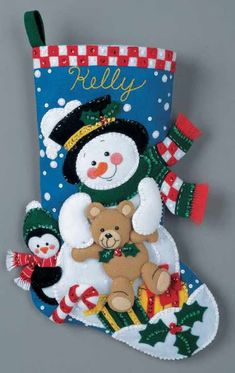 Truques: Christmas boot to decorate your home Felt Christmas Stockings, Felt Stocking, Felt Christmas Ornaments, Christmas Snowman, Christmas Themes, Christmas Decorations, Christmas Applique, Christmas Accessories, Felt Decorations