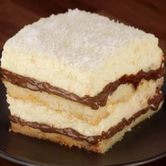 """This is """"Coccomisù by Al.ta Cucina on Vimeo, the home for high quality videos and the people who love them. Sweet Recipes, Cake Recipes, Dessert Recipes, Strawberry Desserts, Food And Drink, Cooking Recipes, Favorite Recipes, Yummy Food, Sweets"""