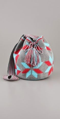 Man, I love these and miss buying tons of them in Colombia! Love Crochet, Knit Crochet, Mochila Crochet, Tapestry Crochet Patterns, Tapestry Bag, Crochet Handbags, Crochet Bags, Boho Bags, Printed Bags