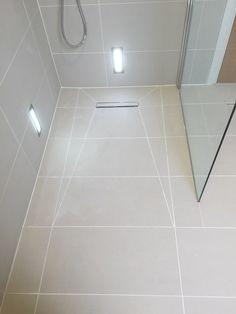 Roll in shower floor Bathroom Lighting Design, Bathroom Design Small, Bathroom Layout, Bathroom Interior Design, Modern Bathroom, Small Shower Room, Bathroom Toilets, Bathroom Showers, Shower Remodel