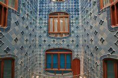 Antoni Gaudí – Casa Batlló (House of Bones)