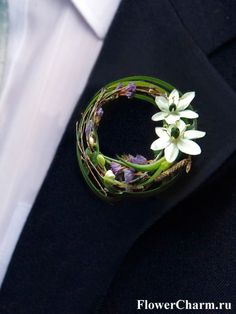 Pretty contemporary boutonniere with white ornithogalum and decorative grasses b. - Pretty contemporary boutonniere with white ornithogalum and decorative grasses by www. Rustic Boutonniere, Groomsmen Boutonniere, Groom And Groomsmen, Boutonnieres, Groom Suits, Purple Boutonniere, Corsage And Boutonniere, Groom Attire, Corsage Wedding