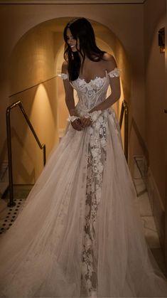 Top Wedding Dresses, Wedding Dress Trends, Bridal Dresses, Wedding Ideas, Big Bust Wedding Dress, Wedding Dress Princess, Unique Wedding Dress, Amazing Wedding Dress, Lace Wedding Dresses