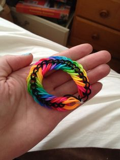 "I would call it ""Salmon"" xD Loom Bands Designs, Loom Band Patterns, Rainbow Loom Patterns, Rainbow Loom Creations, Rainbow Loom Bands, Rainbow Loom Charms, Rainbow Loom Bracelets, Loom Love, Fun Loom"