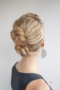 Curly hairstyle tutorial - The Double Bun