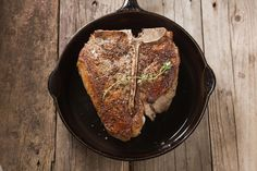 How do you get that great restaurant steak? These are the steps to take that will save you money and make the best steak you have ever had.: Cooking the Perfect Restaurant Steak Iron Skillet Recipes, Cast Iron Recipes, Grilling Recipes, Meat Recipes, Cooking Recipes, Pan Cooking, Cooking Steak, Cooking Tips, Cooking Turkey