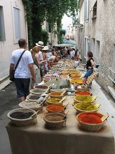 Spices, herbs marche de Bonnieux, France... I wanna go back so bad!!!
