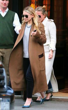 Mary Kate and Ashley Olsen were spotting in New York's Tribeca neighborhood on May Photo: Sharpshooter Images / Splash Ashley Olsen Style, Olsen Twins Style, Mary Kate Ashley, Mary Kate Olsen, Olsen Fashion, Olsen Sister, Chanel, Camel Coat, Autumn Winter Fashion