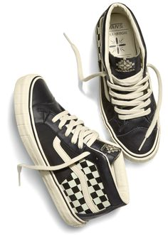 Tenis Vans, Vans Sneakers, Vans Shoes, Sock Shoes, Shoe Boots, Vans Sk8 Mid, Vans Checkered, Brooklyn Style, Vans Outfit