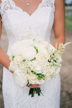 white + green bouquet | Ashley Seawell #wedding