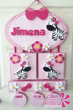 Colgante para puerta Maternidad Baby Shower Deco, Baby Shower Gifts, Baby Gifts, Baby Shawer, My Baby Girl, Foam Crafts, Diy Crafts, Name Banners, Diy Toys