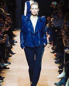 #PFW @natashapoly на показе Mugler @muglerofficial #fw17  via HARPER'S BAZAAR RUSSIA MAGAZINE OFFICIAL INSTAGRAM - Fashion Campaigns  Haute Couture  Advertising  Editorial Photography  Magazine Cover Designs  Supermodels  Runway Models