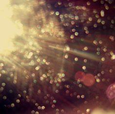 Light-Glitter: Spots of light spread throughout a photo