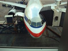 Airbus A300 American Airlines loading cargo - photo: Levi Escobar | Flickr - Photo Sharing!