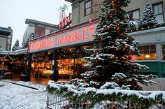 Seattle: cold temps, beautiful scenery and over 70 bookstores within city limits. Sounds like paradise.