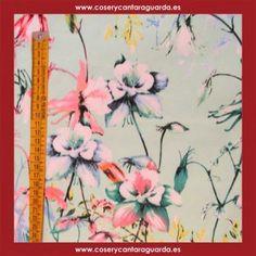 Tela motivo floral sobre fondo aqua, doble ancho, corte desde 25cms. Corte desde 25cms x 145cms.