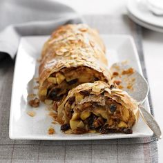 Spiced Apple Strudel Recipe - Woman And Home Apple Strudle, Filo Recipe, Oreo Cheesecake Bites, Strudel Recipes, Delicious Desserts, Dessert Recipes, Filo Pastry, Cooking Recipes, Healthy Recipes