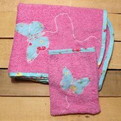Sortie de bain naissance rose claire et appliqué papillon