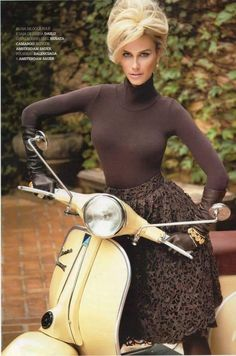 All things Lambretta & Vespa — hair on a scooter, well ok. Vespa Scooters, Motos Vespa, Piaggio Vespa, Lambretta Scooter, Motor Scooters, Vespa Vintage, Mode Vintage, Vespa Girl, Scooter Girl