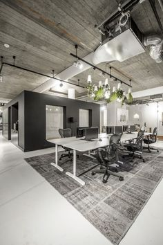 Comfortable space for office meetings  #meetingspace #design #moderndesign http://www.ironageoffice.com/