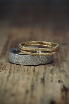 Cool Wedding Rings, Wedding Ring Designs, Beautiful Engagement Rings, Raw Diamond Rings, Gold Rings, Couple Ring Design, Irish Wedding, Couple Rings, Gold Platinum