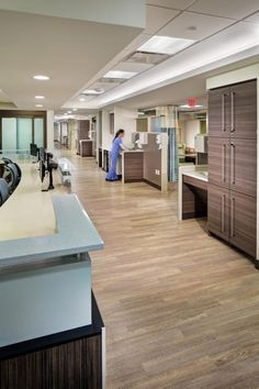 The Mario Lemieux Center For Blood Cancers - The care team centers are located close to the treatment bays. The combination of materials throughout the center softens the appearance of the medical environment while providing durable and easily maintained surfaces.