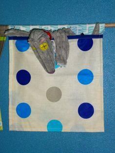 Rangements muraux pour notre Minion N°2. Multi-poches dans des tissus et imprimés différents : feutrine, coton et toile enduite.