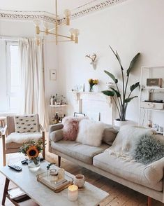 Neat and Cozy Living Room Ideas for Small Apartment Neutral colors and fluffy pillows. So Neat and Cozy Living Room Ideas for Small Apartment Neutral colors and fluffy pillows. Living Room Green, Living Room Colors, Small Living Rooms, Home And Living, Living Room Designs, Modern Living, Minimalist Living, Modern Minimalist, Minimalist Decor