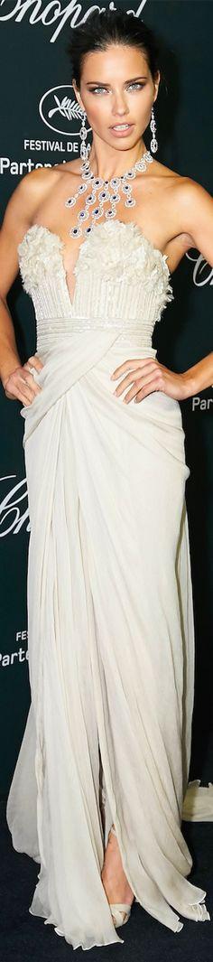 Adriana Lima                                                 #redcarpetfashion #celebrities #celebrityfashion
