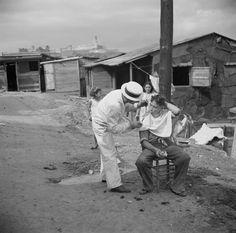 Servicio de barbería a domicilio en la Perla, San Juan, Puerto Rico (1938)