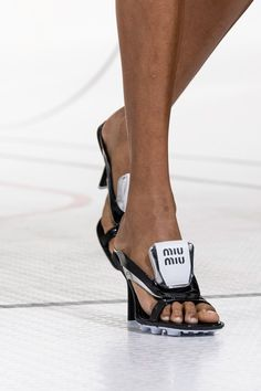 Edgy Shoes, Unique Shoes, Women's Shoes, Vogue Paris, Runway Shoes, Miu Miu Shoes, Sandals Outfit, Spring Fashion Trends, Mannequins