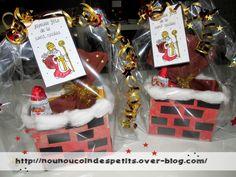 .. saint Nicolas ..  la cheminée a friandise et plein d'autres idées sur ce blog Art Plastique, Christmas Bulbs, Saints, Blog, Gift Wrapping, Centre, Ms, Personalised Chocolate, Candy Bars