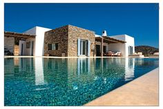 Regardez ce logement incroyable sur Airbnb : Luxury private Villa Paros-Faragas à Agkeria