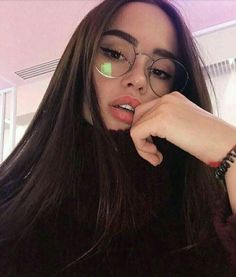 ☆ How I aspire to look Cute Glasses, Girls With Glasses, Foto Casual, Photos Tumblr, Selfie Poses, Foto Pose, Aesthetic Girl, Pretty Face, Girl Photos