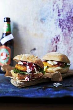 Das Rezept für Ziegenkäse-Süßkartoffel-Burger mit Preiselbeeren und weitere kostenlose Rezepte auf LECKER.de