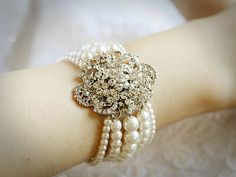 simply gorgeous - imagine this design with real pearls