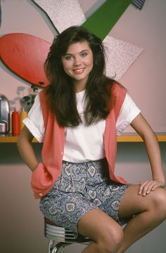 Kelly Kapowski does the impossible, making a cotton vest look chic.
