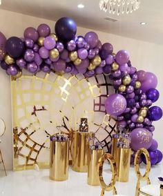Want to make your garland POP ! Different shades of the same color is a must! We LOVED choosing these shades of purple and then Purple Party Decorations, Birthday Balloon Decorations, Birthday Balloons, 40th Birthday Parties, Gold Birthday, Deco Violet, Lila Party, Lila Gold, Deco Ballon