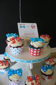 Bow Tie or Bow cupcakes