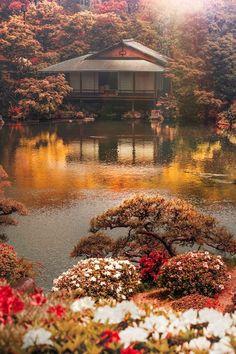 Japan - Sorakuen Garden with tea house in Kobe