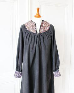 schwarzes vintage Kleid mit Ethno Muster, Flower Power, Boho Style, 70er Jahre langes Kleid, black dress