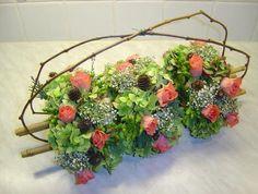 Bloemschikken - bloemstuk als tafelversiering om op tafel te schikken als feestelijk tafelstuk - bloemstuk zelf maken met online uitleg