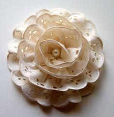 Pieces of me: No.1 Flor con listón y perla