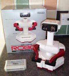 El Robotic Operating Buddy de Nintendo y la caja en las que se vendió.