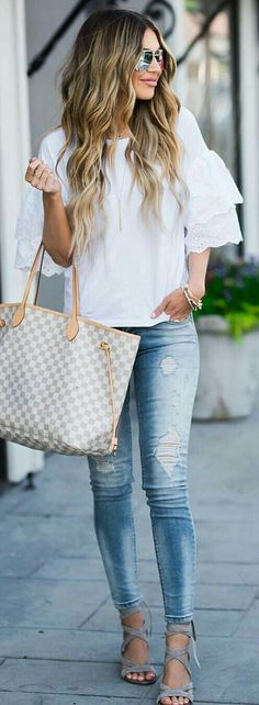 Adorable Summer Outfits You Should Already Own White Ruffle Tee + Ripped Skinny Jeans + Grey Sandals + Gingham Tote Bag Chic Summer Outfits, Casual Chic Summer, Casual Summer Outfits, Chic Outfits, Fall Outfits, Fashion Outfits, Womens Fashion, Fashion Trends, Teen Outfits
