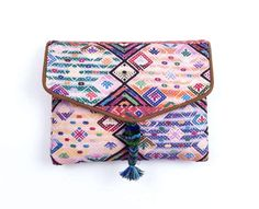 The perfect vegan clutch to use during the day or night. You can also use  it to carry your tablet.     There are no two alike, each piece is totally unique!  • 100% handmade/ethically made in Guatemala • 100% recycled Mayan cotton lining • Vegan leather • Magnetic snap closure • Outer cotton tassel • Dimensions: 26cm x 21cm     Pipe content house doesn't use any kind of animal materials and above all  they respect life which is why all their bags and accessories are 100%  vegan.  Shipping…
