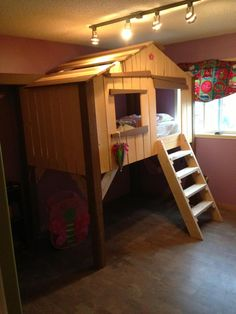 My brother built this treehouse bed for his 2year old daughter, I think it's awesome! - Imgur
