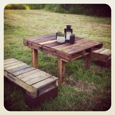 Table de pique-nique fait de palettes recyclées.