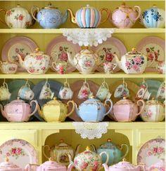Vintage China, Crockery and Tea Set Hire - Perth - The Vintage Table Vintage Dishes, Vintage China, Vintage Teapots, Vintage Table, Vintage Party, Decoration Shabby, Tee Set, Teapots And Cups, Teacups