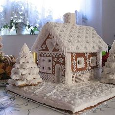 Gingerbread houses Beauty Trends 2019 beauty trends peel off mask price Christmas Sweets, Noel Christmas, Christmas Baking, All Things Christmas, Christmas Crafts, White Christmas, White Gingerbread House, Gingerbread House Designs, Gingerbread Village